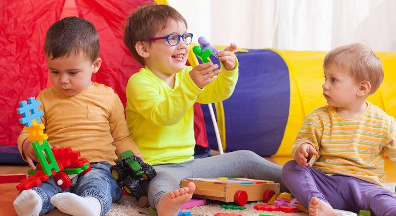 بازی درمانی و نمایش درمانی در خانه مهر در محیطی مجهز